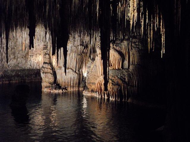 cave-374728_640 Dragons lair Mallorca